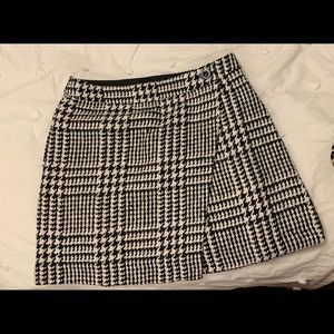 Houndstooth Tweed Wrap Skirt w Button
